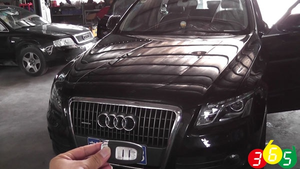 Audi-Q5-odometer-correction-by-OBDSTAR-X300M-(1)