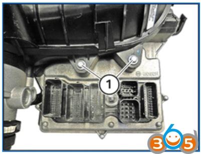 5-tighten-down-screws
