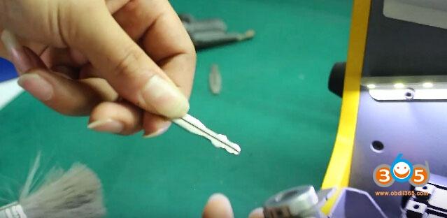 sec-e9-key-machine-cut-nissan-keys-21