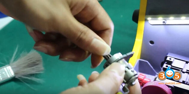 sec-e9-key-machine-cut-nissan-keys-22