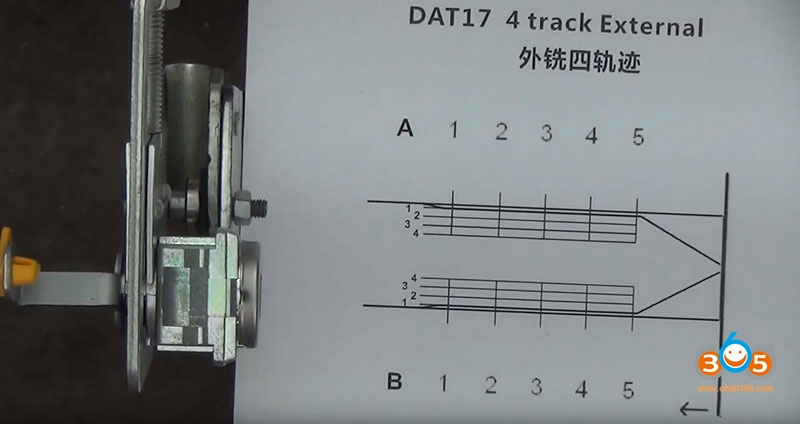 how-to-use-Lishi-DAT17-2in1-Pick-Decoder-Tool-1