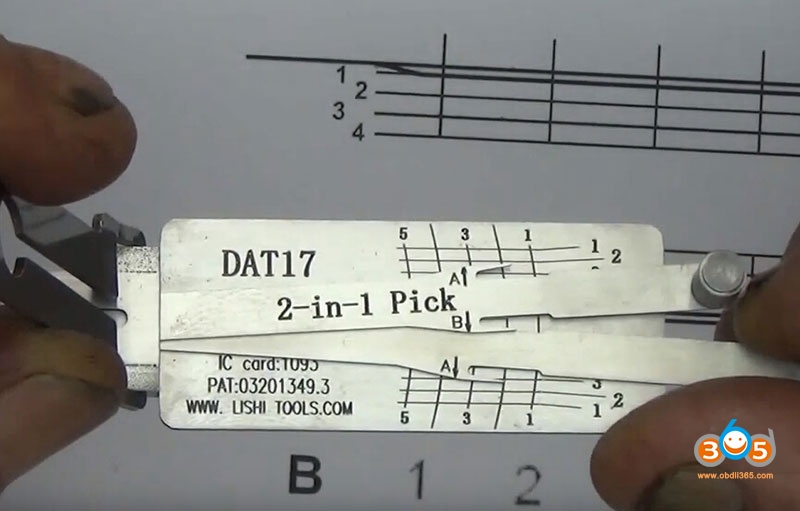 how-to-use-Lishi-DAT17-2in1-Pick-Decoder-Tool-15