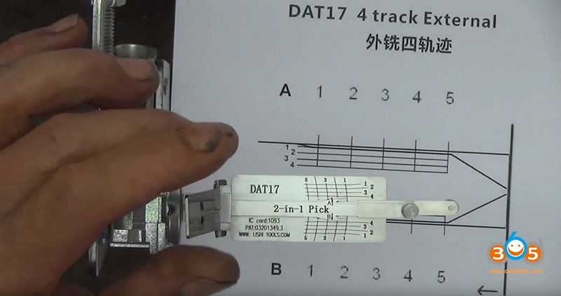 how-to-use-Lishi-DAT17-2in1-Pick-Decoder-Tool-4
