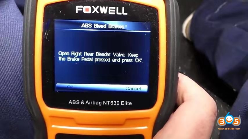 Foxwell Chrysler Abs Bleeding 9
